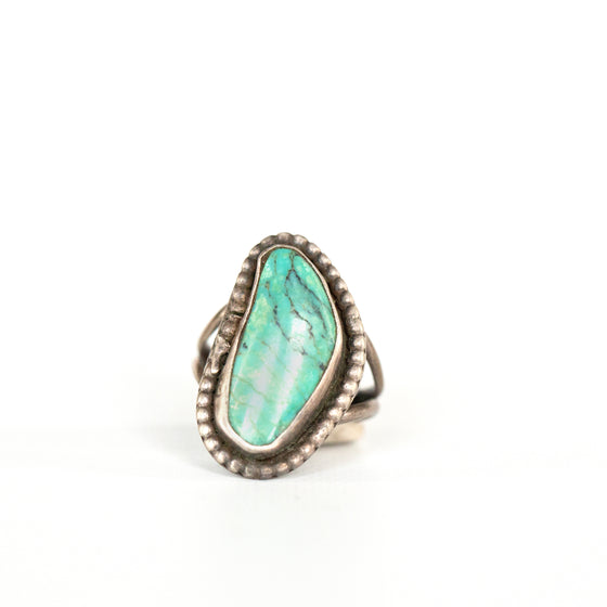 VINTAGE JEWELRY | TURQUOISE STERLING RING (SIZE 5)