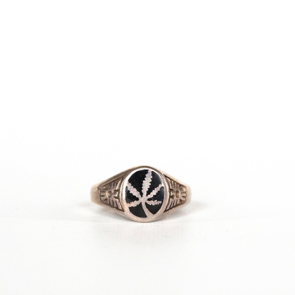 VINTAGE JEWELRY | MARIJUANA ONYX STERLING RING (SIZE 7)
