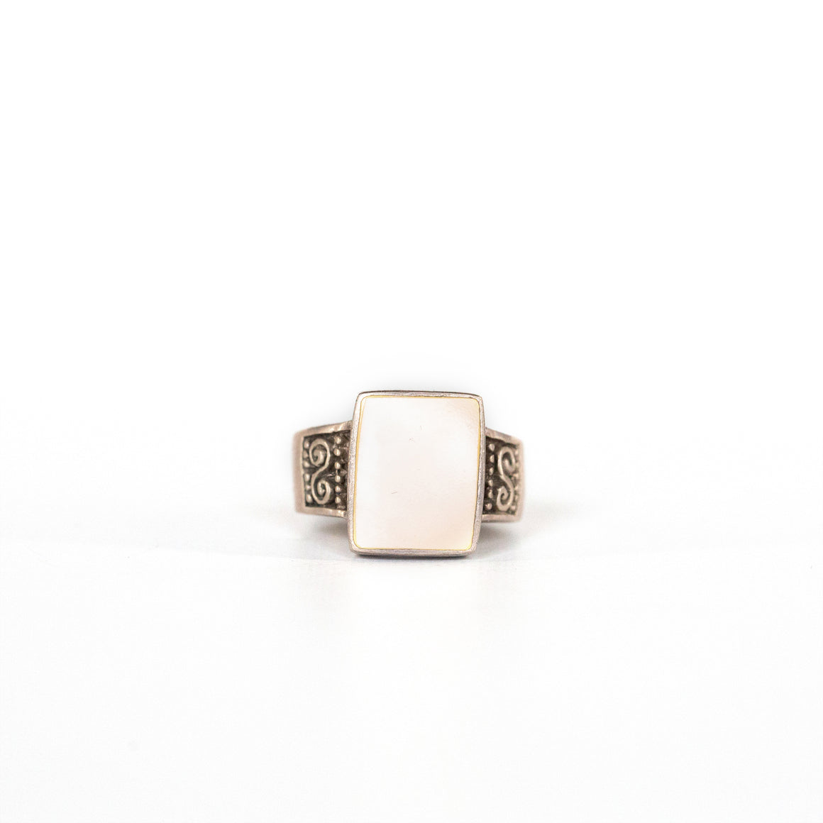 VINTAGE JEWELRY | MOTHER OF PEARL SQUARE STERLING RING (SIZE 7.5)