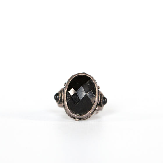 VINTAGE JEWELRY | DIAMOND-CUT BLACK ONYX STERLING RING (SIZE 6.5)