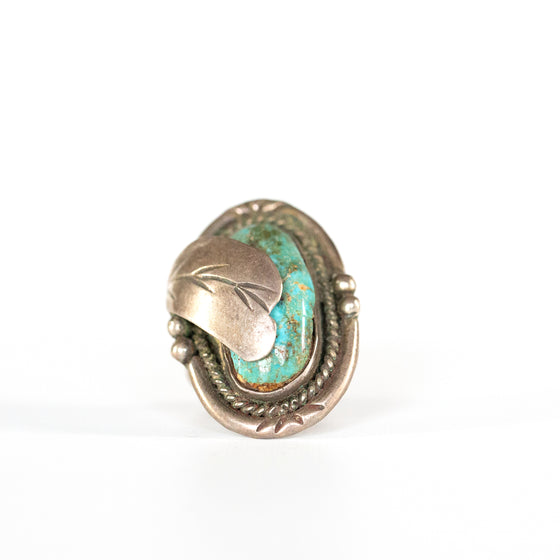 VINTAGE JEWELRY | LARGE TURQUOISE STERLING RING (SIZE 6)