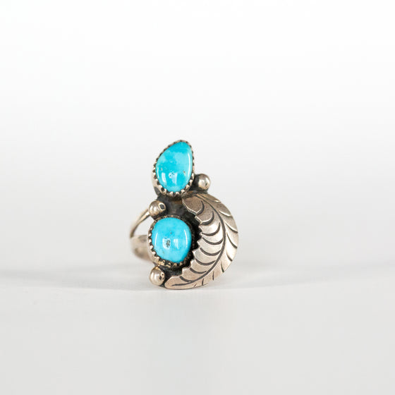 VINTAGE JEWELRY | DUAL-STONE TURQUOISE STERLING RING (SIZE 7)