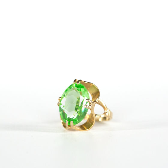VINTAGE JEWELRY | 18K GOLD-FILLED GREEN GEM RING (SIZE 7.5)
