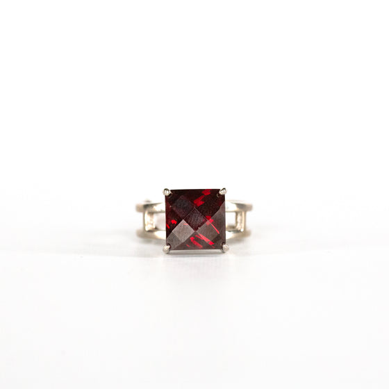 VINTAGE JEWELRY | RUBY RED DIAMOND-CUT STERLING RING (SIZE 7)