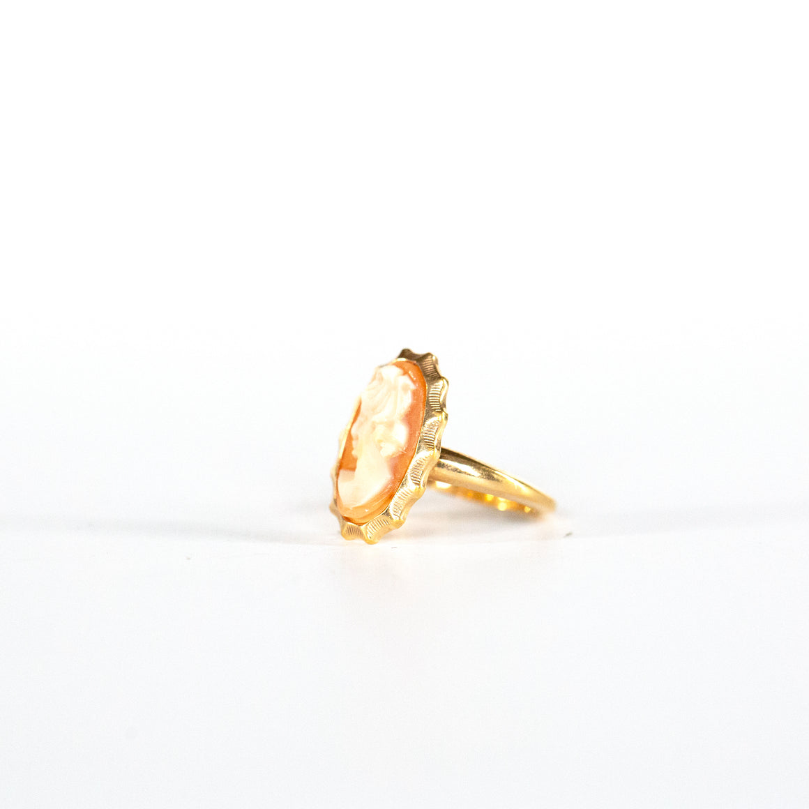 VINTAGE JEWELRY | GOLD-FILLED SARAH COVENTRY CAMEO RING (SIZE 4.5)