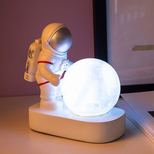 Spaceman Model Illumination Moon Desk Lamp
