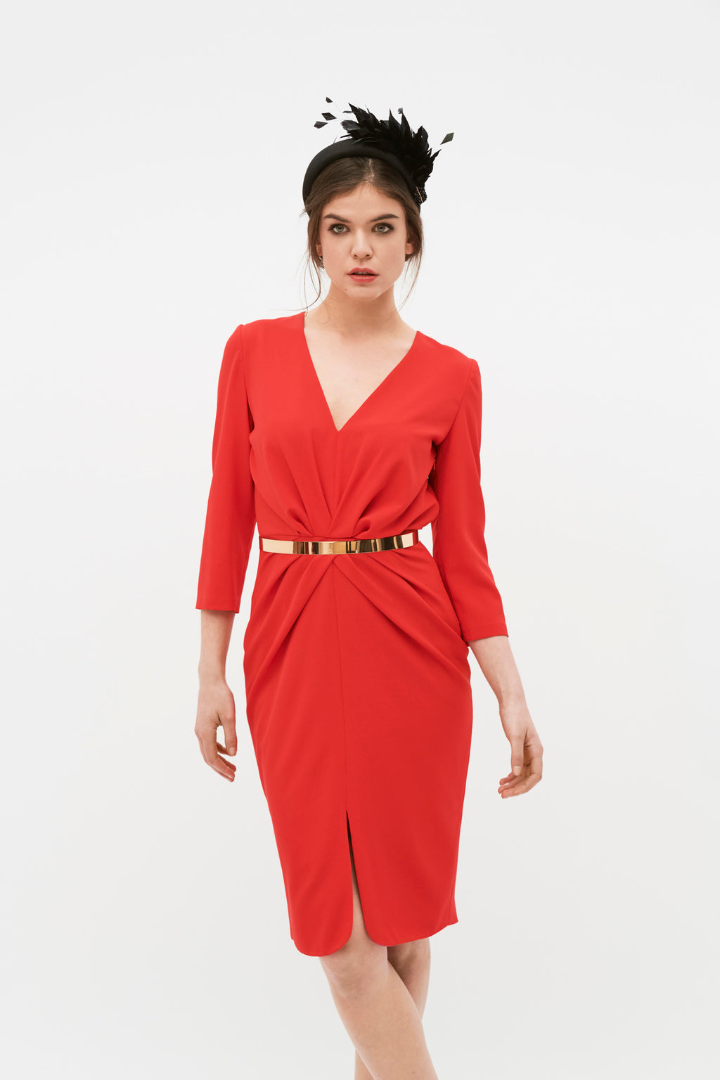 Short party dress in red stretch crepe. Dress with French sleeves, V-neckline,