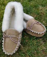 Load image into Gallery viewer, Ladies camel leather slippers with sheeps wool