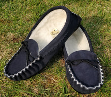 Load image into Gallery viewer, Mens Navy Wool Slippers