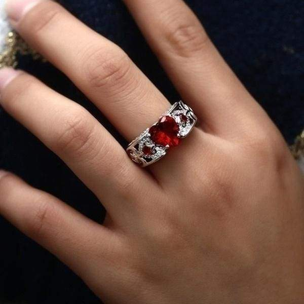 Glamour Rings Classic Princess Cut Solitaire Ring in Synthetic Ruby with Cubic Zirconia Sides