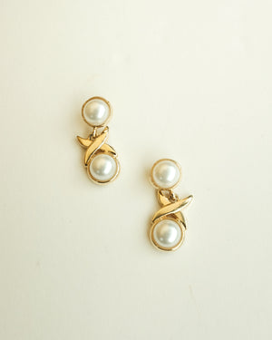 VINTAGE DOUBLE FAUX PEARL BULLET CLUTCH EARRINGS