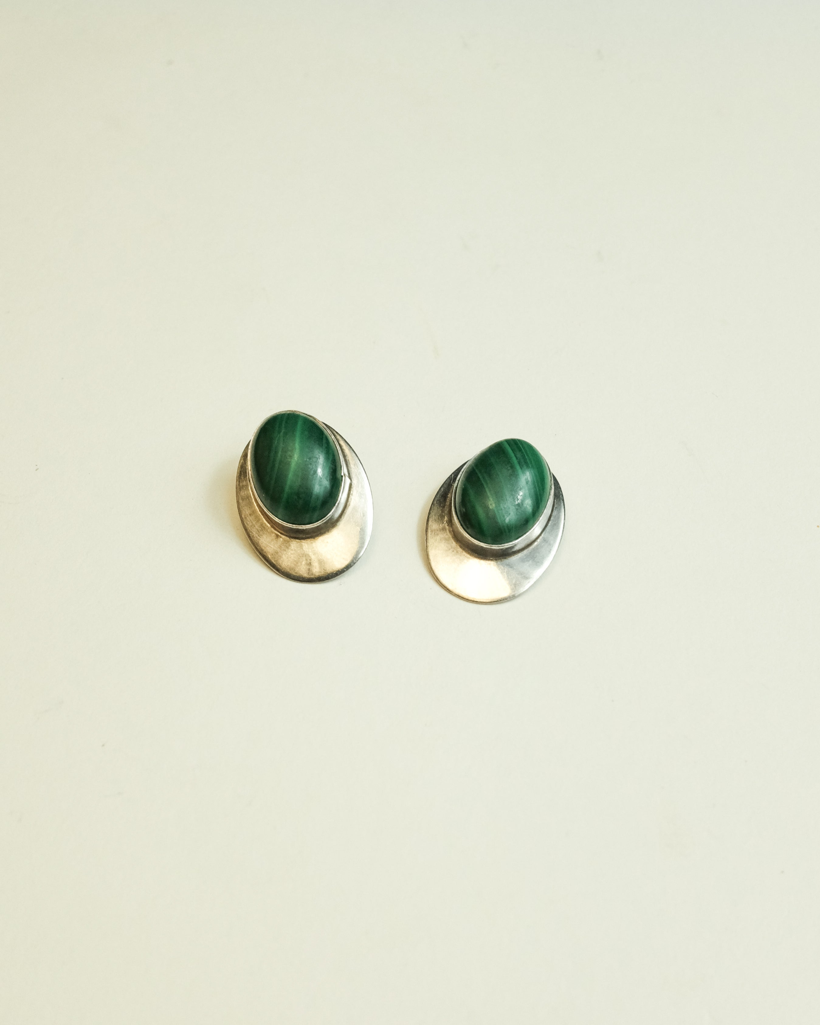 VINTAGE STERLING SILVER WITH MALACHITE CABOCHON BULLET CLUTCH EARRINGS