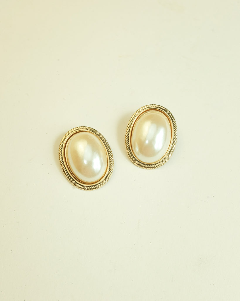 VINTAGE 1980s ROUND FAUX PEARL PUSH BACK EARRINGS