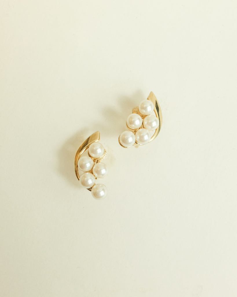 VINTAGE 1980s GOLD WITH MULTIPLE FAUX PEARLS CLIP-ON EARRINGS