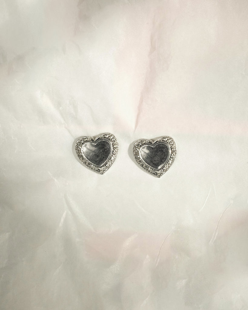 VINTAGE 1980's SILVER AND BLACK HEART PUSH BACK EARRINGS