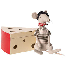 Load image into Gallery viewer, Maileg Rat in Cheese Box - Gazebogifts