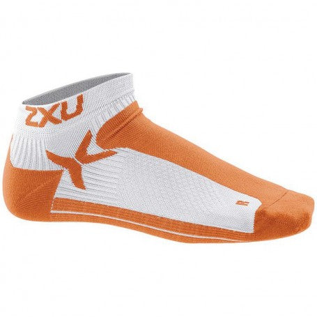 2XU Men's Performance Low Rise Socks-MQ1903E (WHT/LTO)