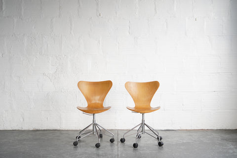 Series 7 Swivel Chairs  by Fritz Hansen