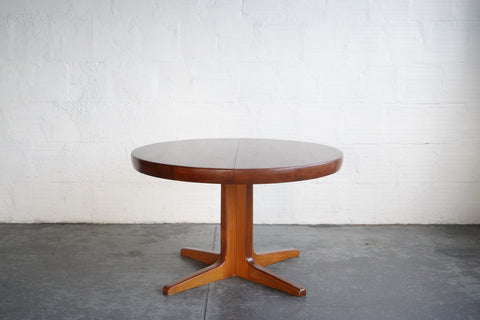 Faarup Mobelfabrik Extendable Round Oval Dining Table