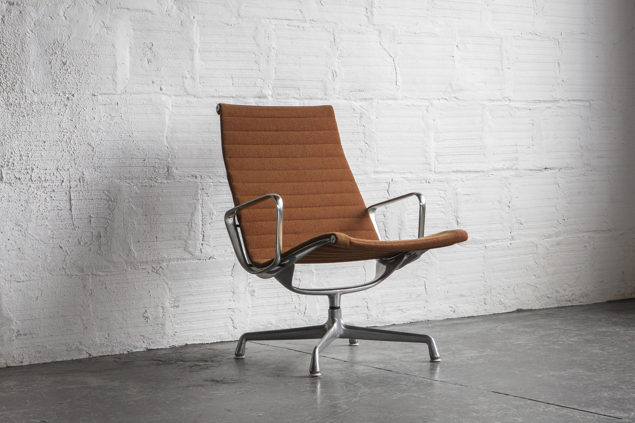 eames aluminum group lounge chair the good mod
