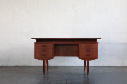 desk_vintagedesk_midcenturymodern_moderndesk_danishmodern_danish_furniture_danishfurniture_svendmadsendesk