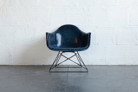 FIBERGLASS ARMCHAIR LOW ROD BASE - INDIGO FRONT