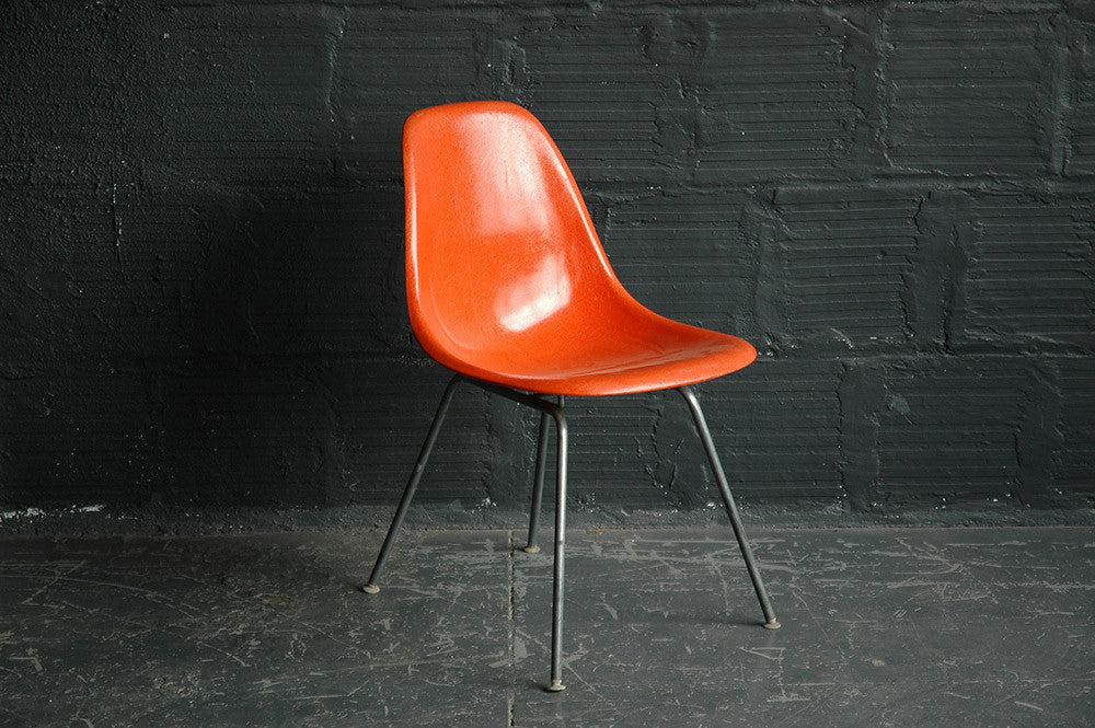 CHARLES AND RAY EAMES FOR HERMAN MILLER FIBERGLASS SIDE CHAIR