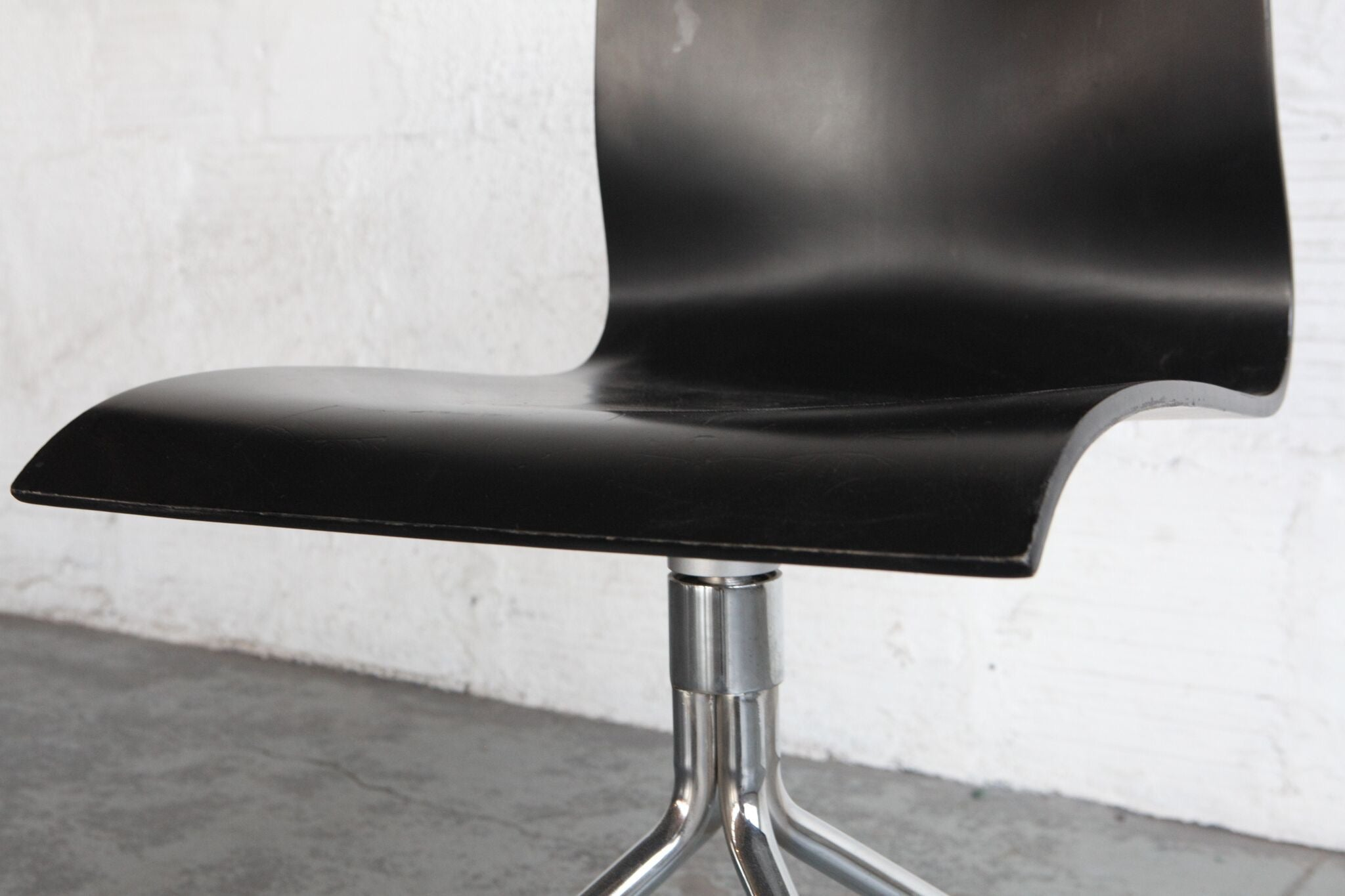 Image of: Mid Century Modern Ebonized Bentwood Chairs Set Of Four The Good Mod