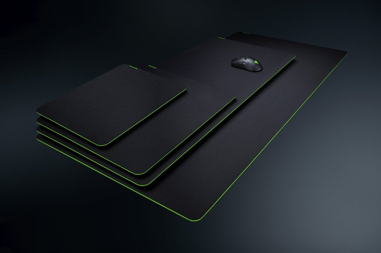 RAZER GIGANTUS V2-XXL--Soft Gaming Mouse Mat  , Textured micro weave cloth surface   , Thick High Density Rubber Foam  ,  Anti Slip Rubber Base  , XXL (940 X 410) MM