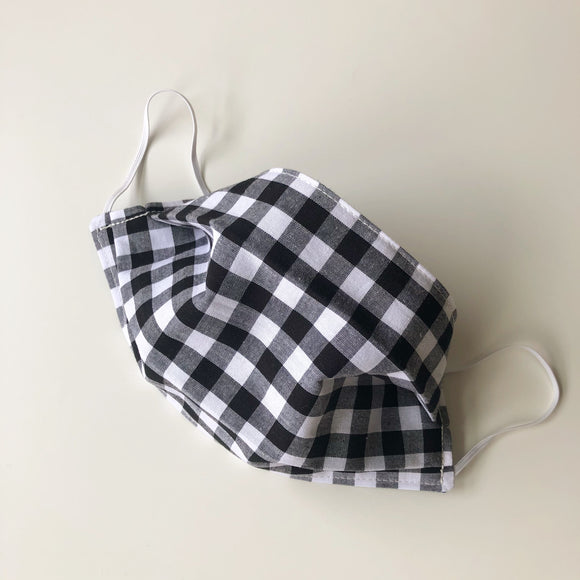Black and white check pleated face mask