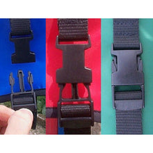 Load image into Gallery viewer, easy to fasten dog coat with clip release buckle and velcro chest