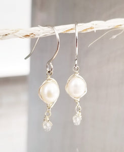 Freshwater pearl dangle earring
