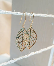 Load image into Gallery viewer, Leaf gold earring