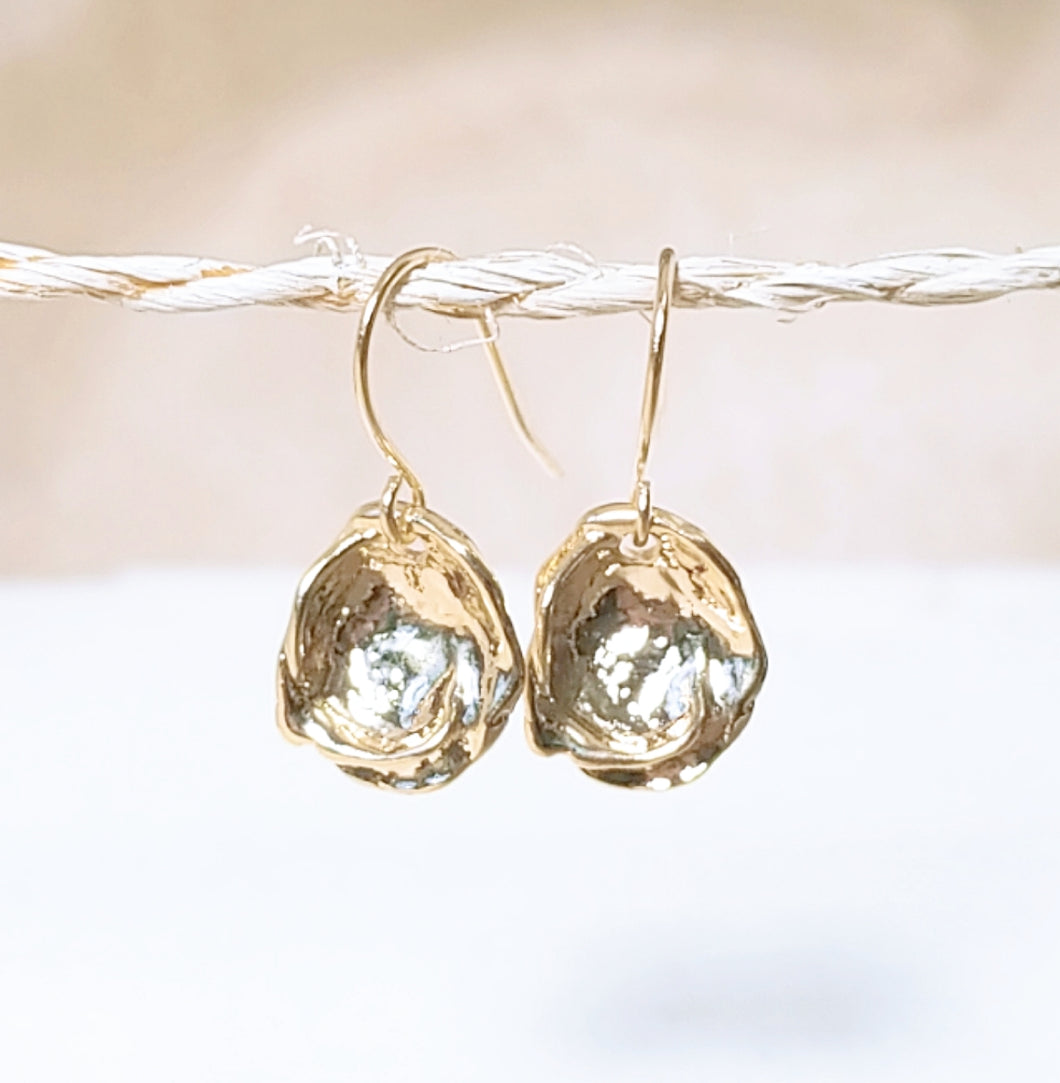 Oyster shell gold earring