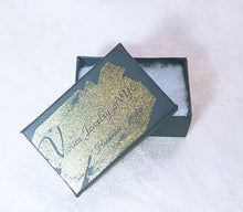 Load image into Gallery viewer, Mini square gold earring