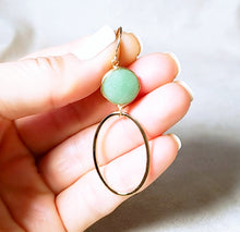 Load image into Gallery viewer, Green aventurine gold oval earring