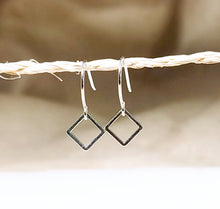 Load image into Gallery viewer, Mini square earring