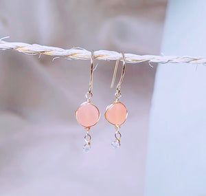 Peach moonstone gold earring
