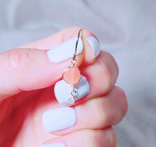 Load image into Gallery viewer, Peach moonstone earring