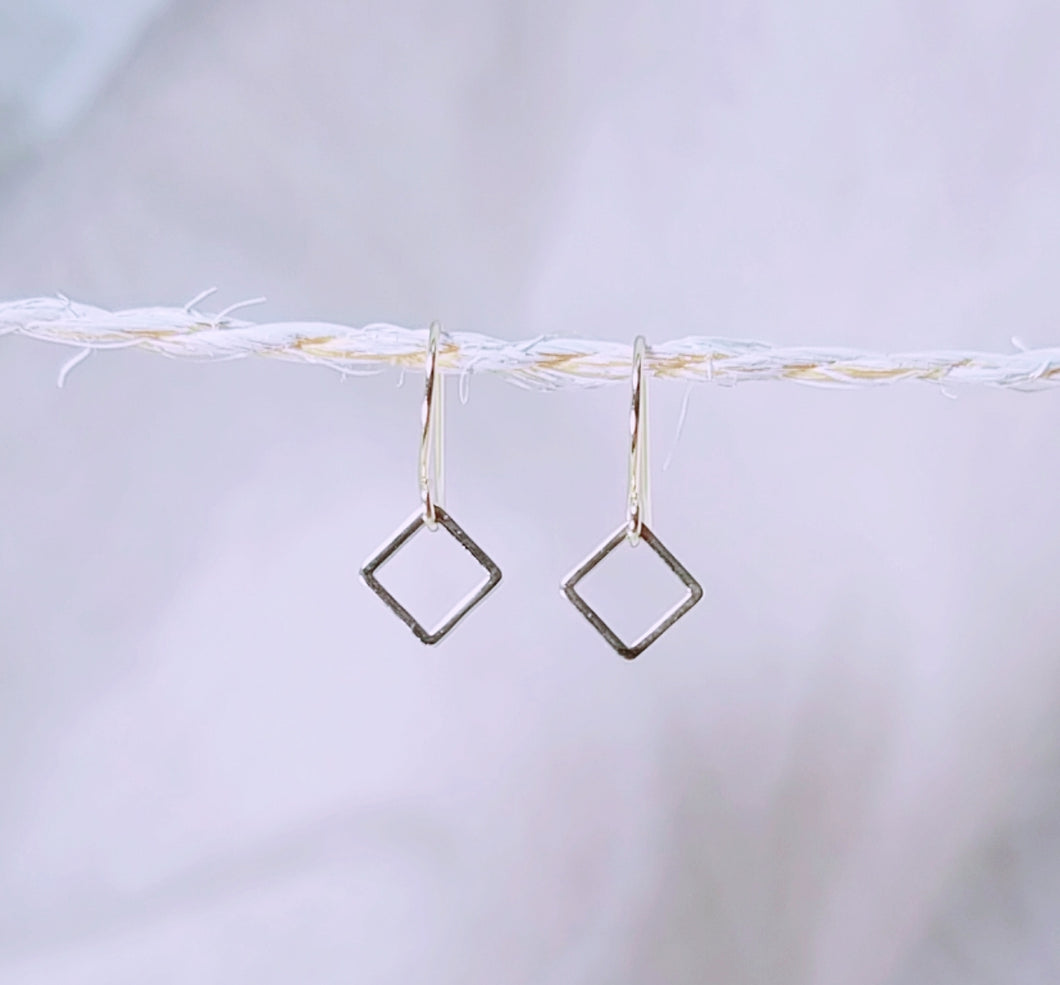 Mini square gold earring