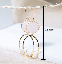 Load image into Gallery viewer, Rose quartz gold oval earring