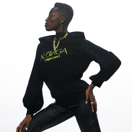 Toni in Nikeata Thompsons NZINGA Super Volume Hoodie