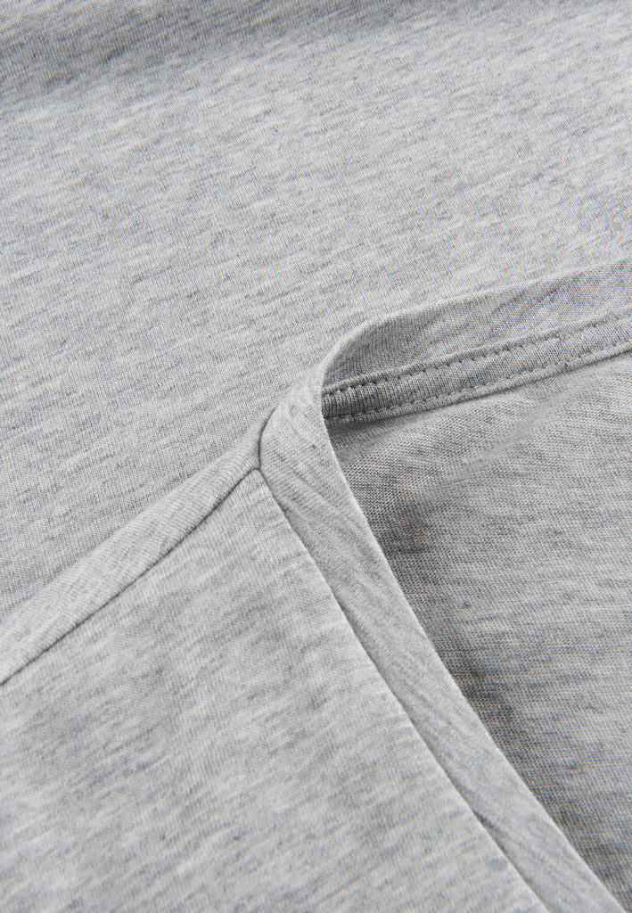 Grey| Detailbild von Tencel V-Neck T-Shirt grau