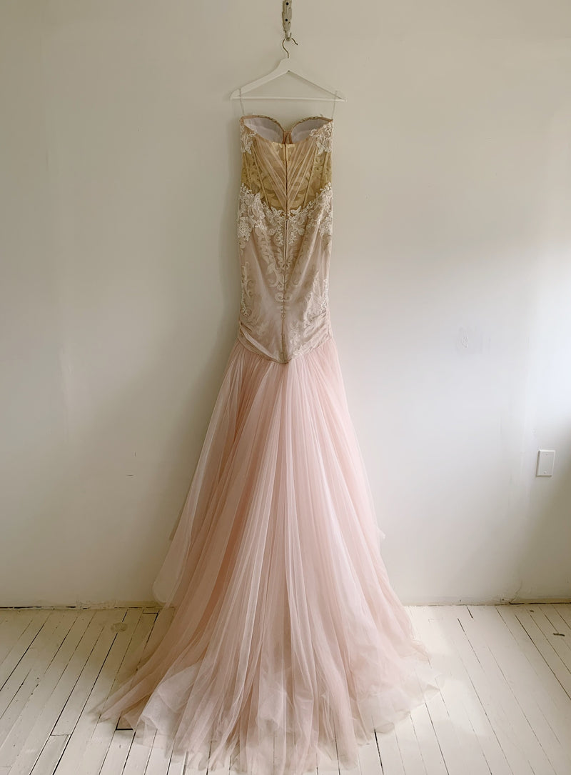 Teini Gown