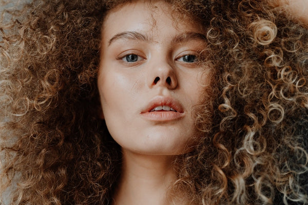 5 Easy Tips For Girls To Manage Their Unruly Curls