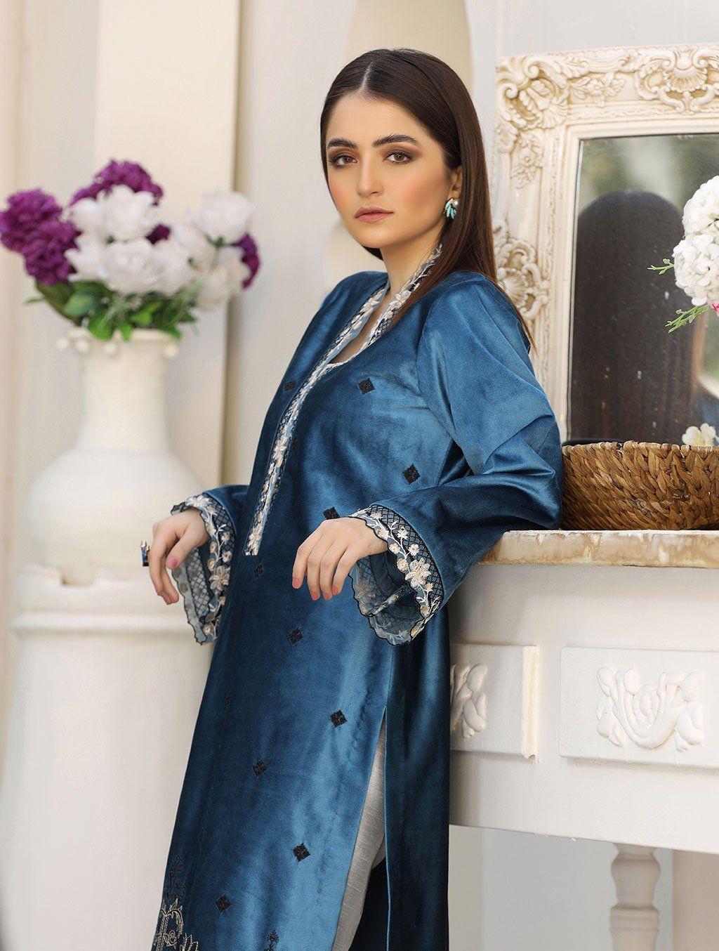 Luxury Embroidered Velvet Pret Kurti ER-141 Luxury Pret FASSTILAD L