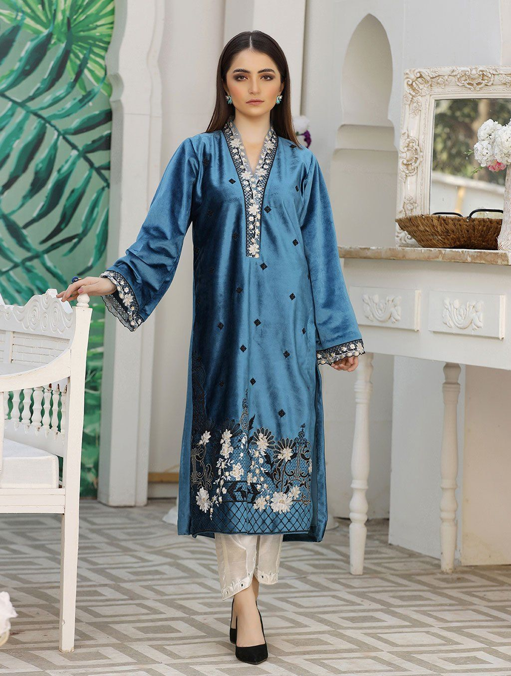Luxury Embroidered Velvet Pret Kurti ER-141 Luxury Pret FASSTILAD S