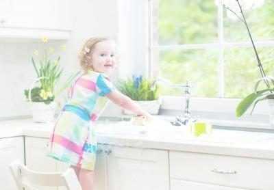 17 Ingenious Ways To Use Baby Oil It S Not Just For Babies Anymore Mustela Usa