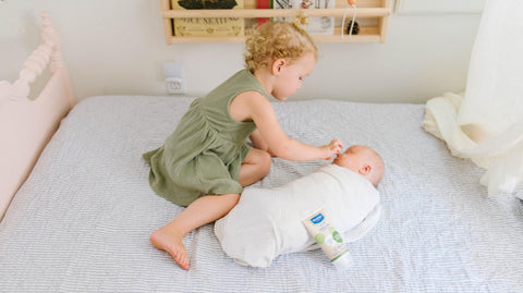 older siblings using aloe vera benefits by rubbing on baby