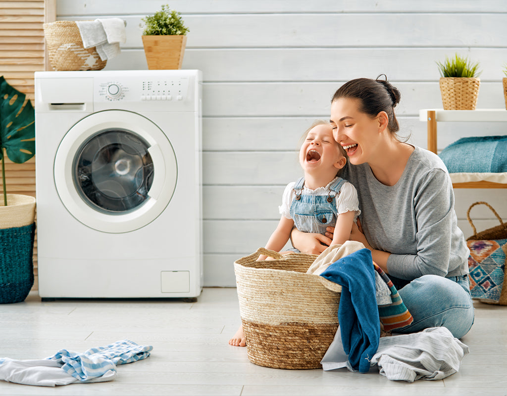 Mom washing child's clothes to prevent contact dermatitis